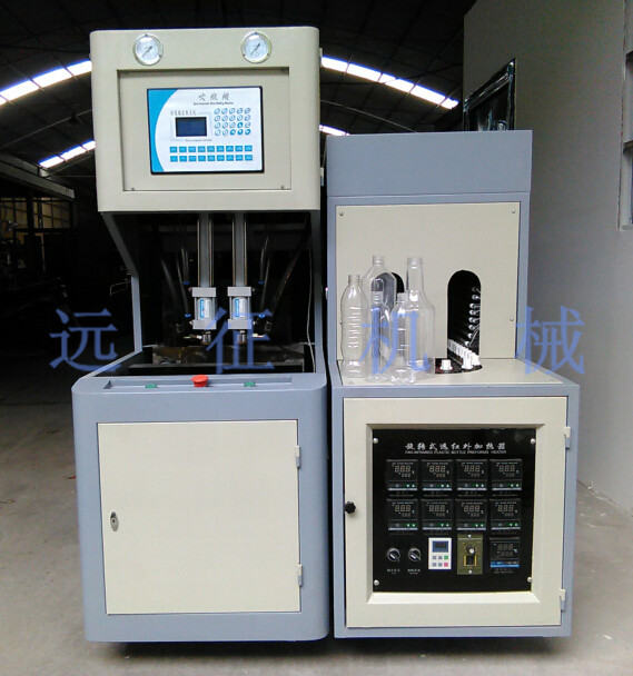 Z-3000型多功能塑料半自动吹瓶机是新一代多功能实用性极高的塑料生产机械。 多功能塑料吹瓶机适合吹制3L以下以PET为原料的碳酸饮料瓶,矿泉水瓶,化妆品瓶,油瓶,太空 杯,广口瓶,药瓶等等塑料包装容器。红外线多功能塑料瓶坯加热器是三相四线380V电源供电(也可用220V电源供电),本机分为8层加热灯管,分为四个加热区, 电器箱内装电热控制元件,开机预热时间一般要3-5分钟左右,温度由电热偶输送到温控仪上进行自动温控, 使加热箱内温度平稳控制,红外线穿透力强.